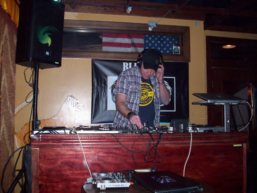House Therapy: CINCO: BLAKLITE, NATE LAURENCE, MATTHEW MOXX, JASON HEINRICHS - 5/5/2011